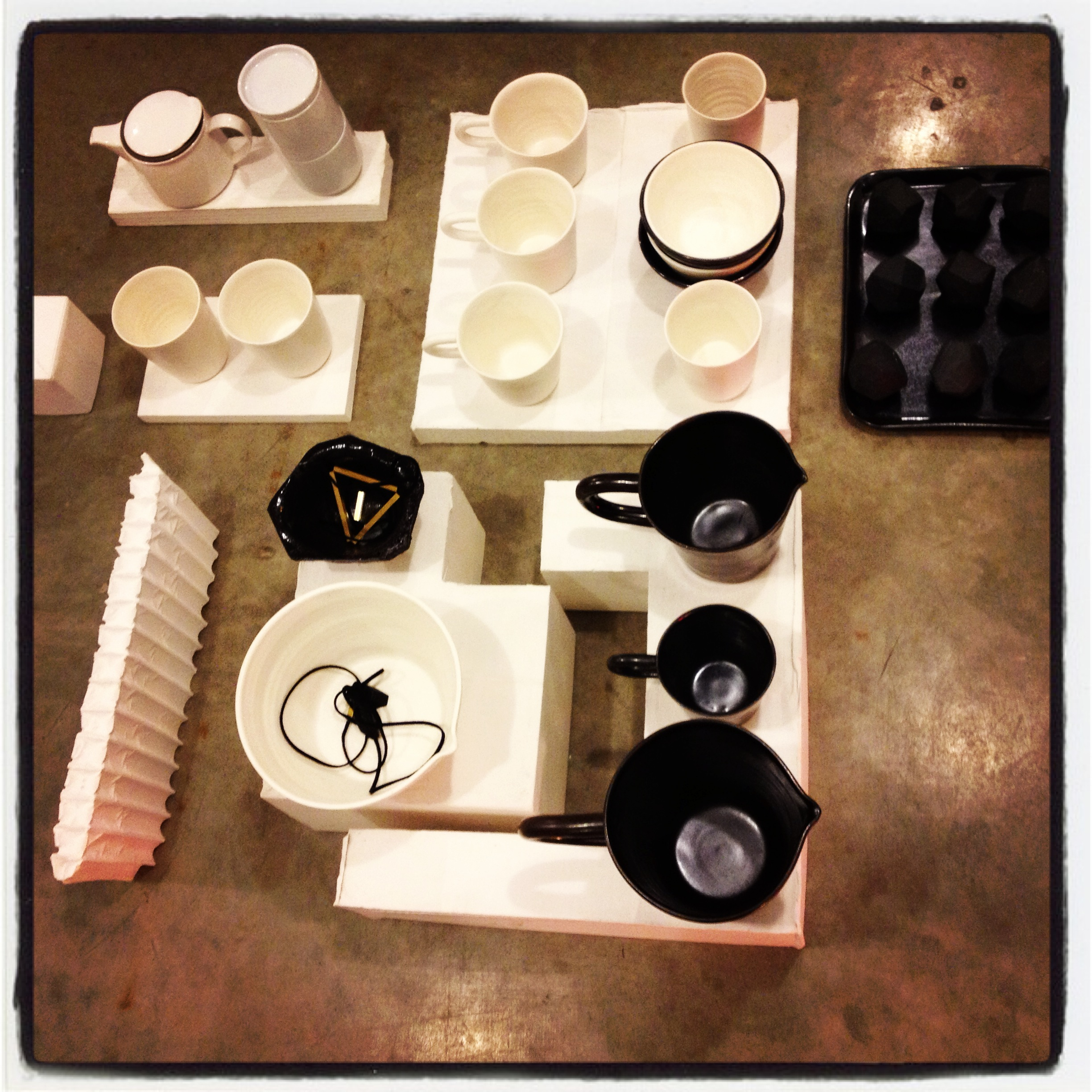 Black and White Pottery at Mociun, Williamsburg Brooklyn NY | DeSmitten Design Blog